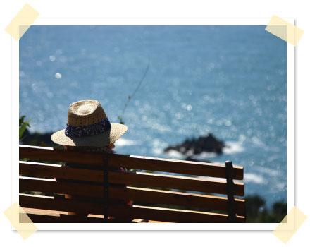 ベンチに座って西海岸の絶景を堪能