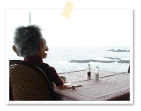 食後はゆっくりと海を見ながらコーヒーで一服じゃ