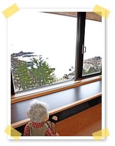和室の窓際は掘り炬燵式になっていてゆっくりと外の景色を楽しめますぞい